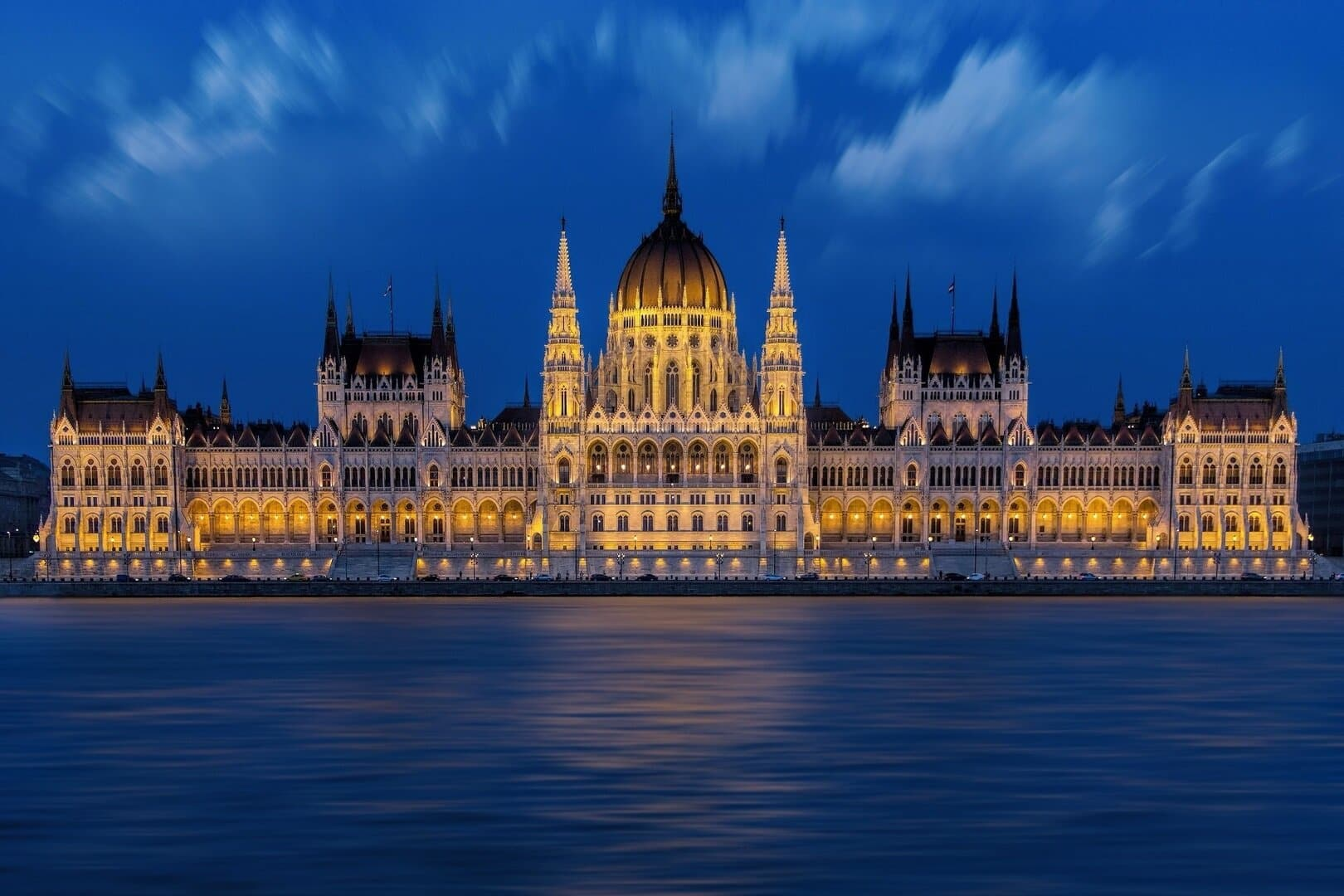 lezár Magyarország 2 hétre bezárnak az üzletek