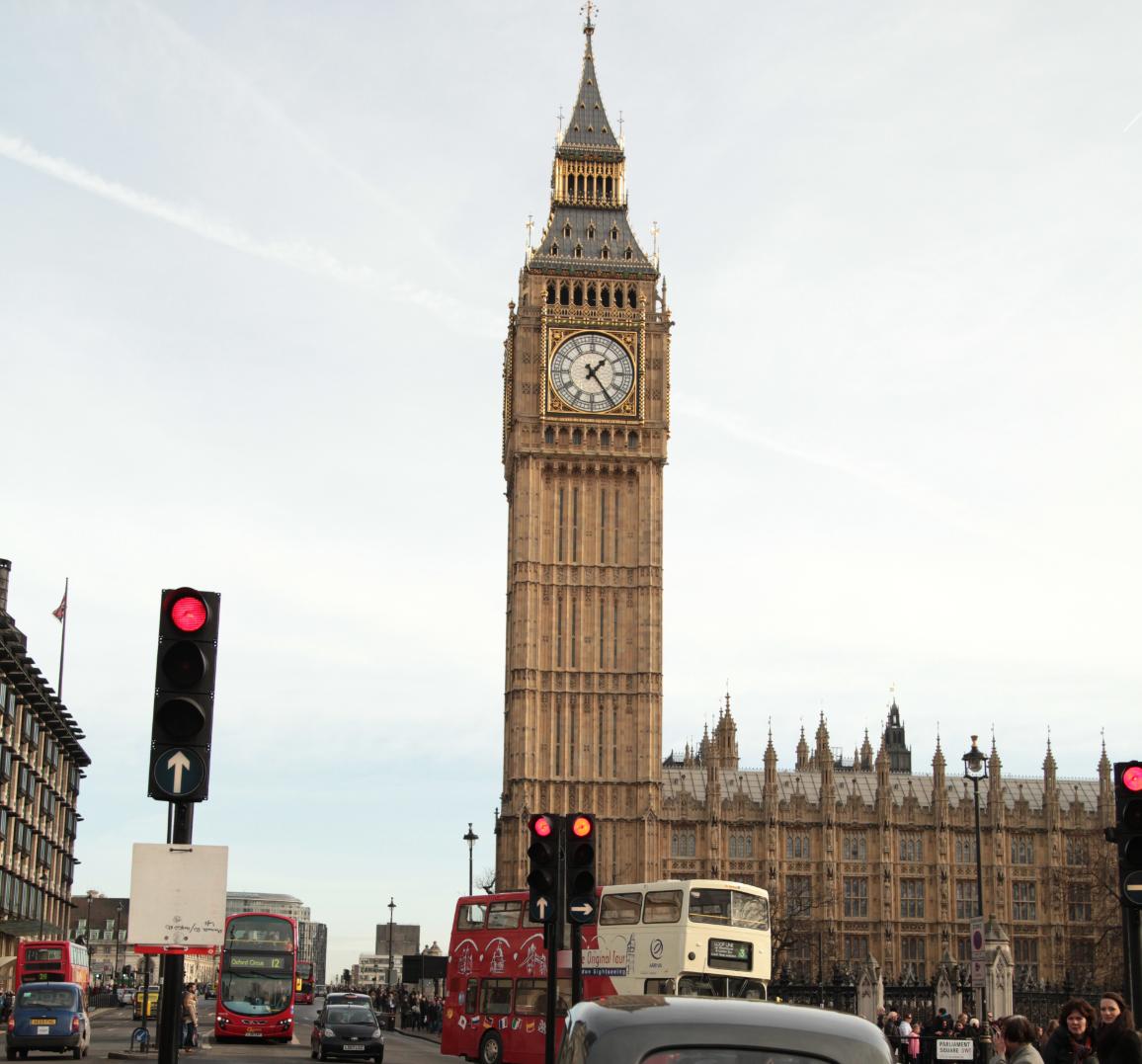 nagy-britannia jelzőlámpás színkódos beutazási korlátozások